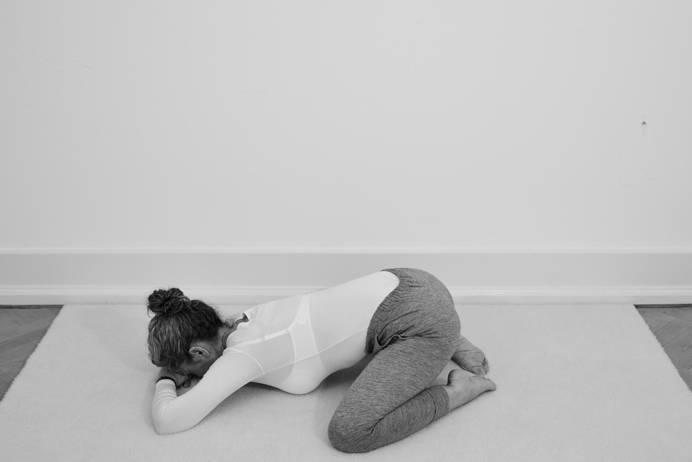 Boganmeldelse: Yin Yoga – Stræk dig til velvære vol. 1 (Grundbog) og vol. 2 (for nuværende Yin udøvere)
