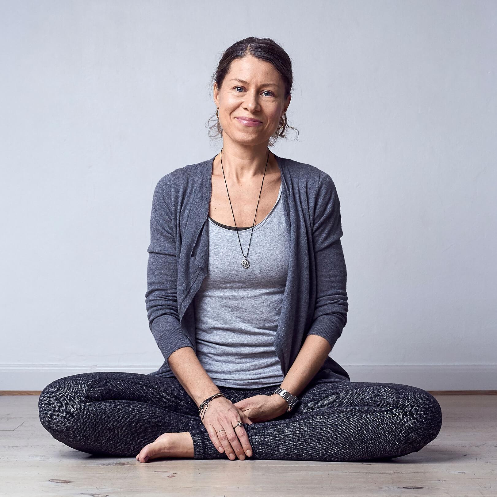 Hold øje med Yoga hjælper