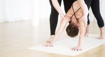 Yogalærer fra hjertet - grunduddannelse på 125 timer udbyder